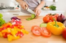 Při nákupu vybírejte potravinářské výrobky, které co nejméně utrpěly průmyslovým zpracováním, takže si uchovaly důležité živiny.
